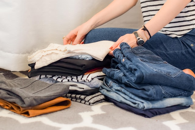 decluttering clothes for a house move